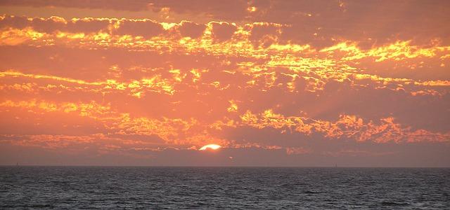 sunset-613421_640