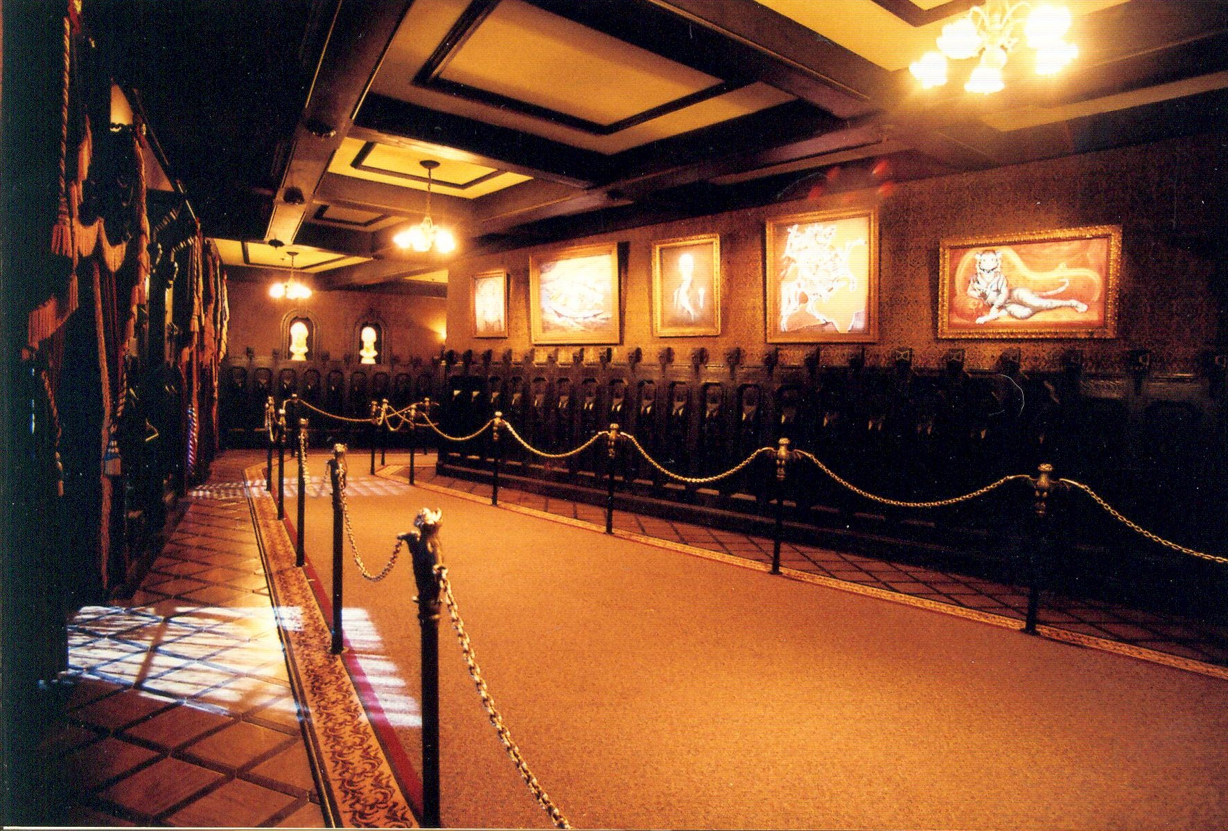 Hall_Of_Portraits_Right